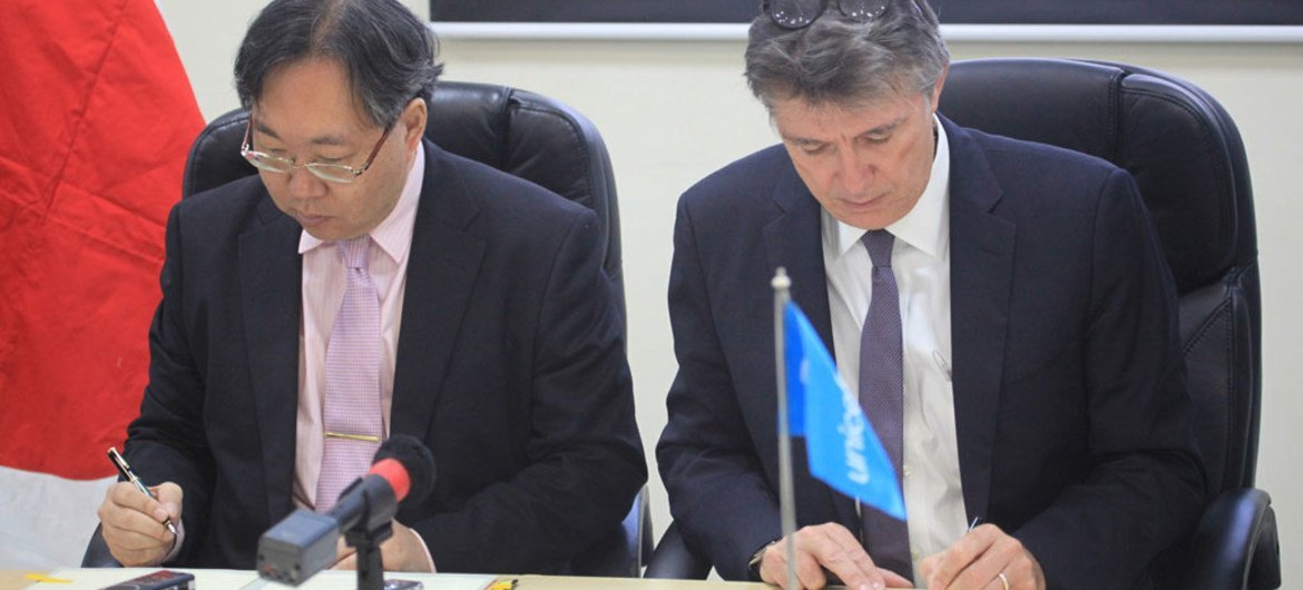 Ambassador of Japan to Haiti, Yoshiaki Hatta (left) and Marc Vincent, UNICEF Representative in Haiti, at the presentation by Japan of a donation of $2.6 million to help in the fight against cholera in Haiti.