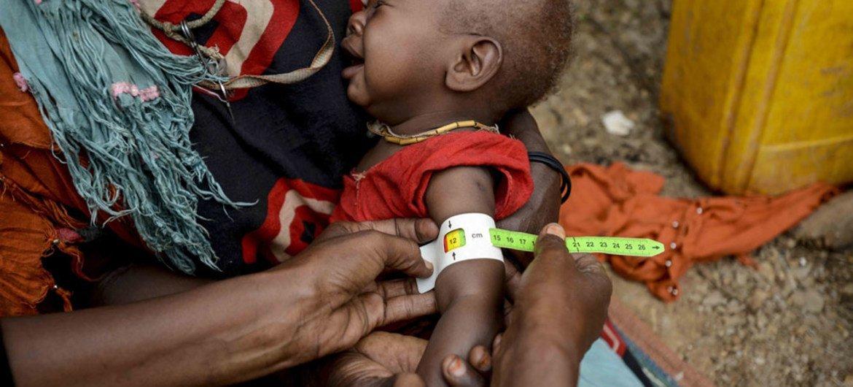 Une femme et son enfant dans un camp de déplacés en Somalie. Photo UNICEF/Rich