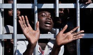 Un menor migrante detenido en Libia.