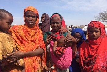 索马里的民众受到饥荒和霍乱的威胁。