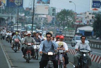 越南一处繁忙的街道。世界银行图片/Tran Thi Hoa