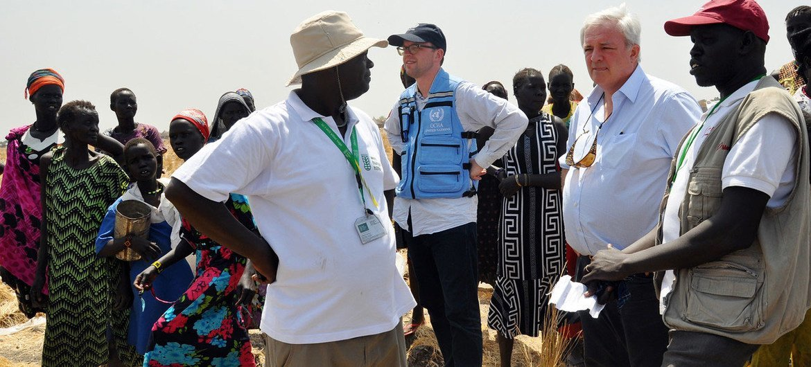 Emergency Relief Coordinator Stephen O'Brien (second right) visiting Ganyiel, Unity state, South Sudan, on 4 March 2017, is briefed on the ongoing humanitarian response to famine in the region.