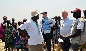 Le Coordonnateur des secours d'urgence, Stephen O'Brien (2e à droite) à Ganyiel, dans l'Etat d'Unité, au Soudan du Sud, le 4 mars 2017. Photo OCHA/Gemma Connell