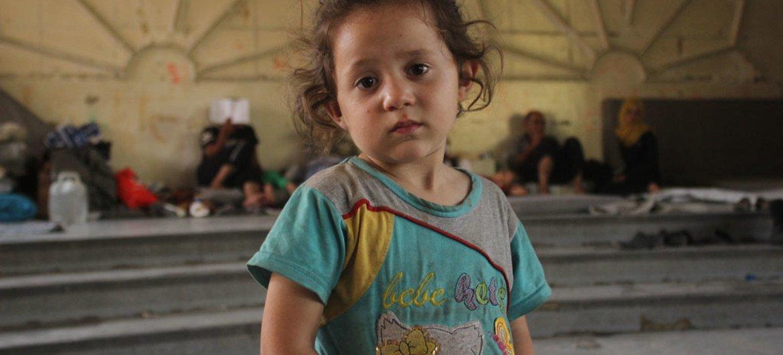 Mtoto huyu akiwa katika moja ya maeneo ya hifadhi ya muda kutokana na mapigano huko mji wa Aleppo nchini Syria.