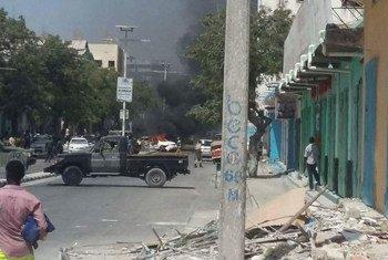 索马里首都摩加迪沙炸弹爆炸袭击现场。(资料图片)