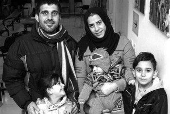 Une famille réinstallée depuis la Grèce vers le Portugal en février 2017.