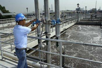 Planta de tratamiento de agua en Manila, Filipinas. Foto: Danilo Pinzon / Banco Mundial