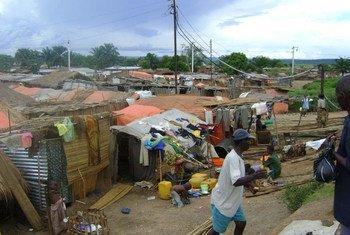 Des personnes déplacées vivant dans des conditions précaires après avoir fui les violences dans la province du Tanganyika, en République démocratique du Congo (archives). Photo OCHA