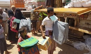 Individuals displaced by recent hostilities in Mokha in Taizz governorate, western Yemen, receive UNHCR emergency assistance.
