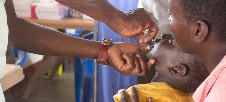 世卫组织和儿基会为非洲1亿160万儿童提供脊髓灰质炎免疫。