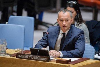 联合国中东和平进程特别协调员姆拉德诺夫在安理会做情况通报。