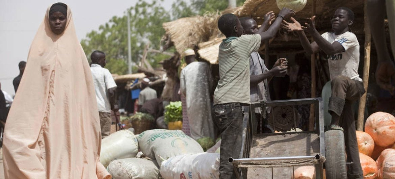 Rural produce can boost urban nutrition. Fruit vendors unloading pumpkins at the market in Maradi, Niger.