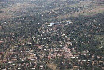 منظر جوي لمدينة كانانغا في جمهورية الكونغو الديمقراطية، التي عثر خارجها على رفات عضوي فريق الخبراء.