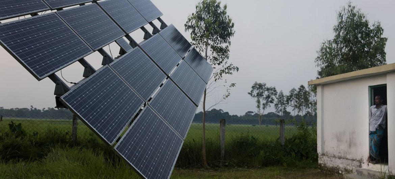 बांग्लादेश में सौर पैनलों के ज़रिये किसानों के लिये सौर ऊर्जा से सिंचाई सम्भव हुई और सौर प्रणाली के ज़रिये घरों तक बिजली पहुँचाई गई.