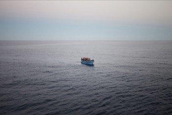 Un bateau surchargé de réfugiés et de migrants qui tentent d'atteindre l'Europe en traversant la mer Méditerranée (archives). Photo HCR/Alfredo D'Amato