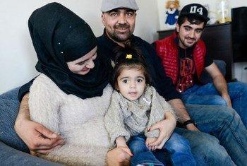 La familia Mahmut, de Siria, comenzó una nueva vida en Otawa en 2016, tras huir de la violencia en su país. Foto de archivo: ACNUR/James Park
