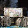 Las agencias calificadoras han contribuido a exacerbar las crisis, dice la experta en deuda y derechos humanos.