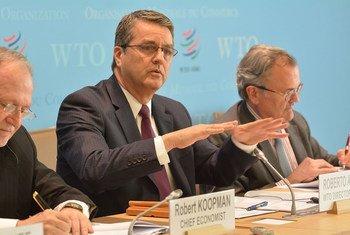 世贸组织总干事罗伯托·阿泽福多(RobertoAzevêdo)4月12日在日内瓦举行的记者会上发布了该组织对世界贸易的预测。