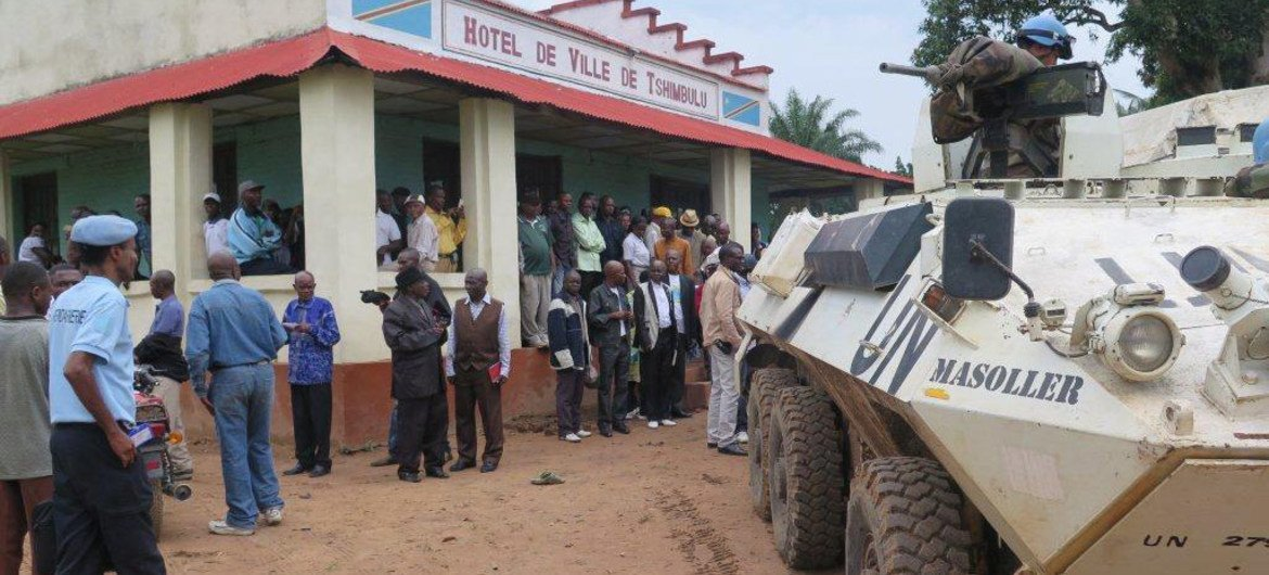 A UN team in the town of Tshimbulu in Kasai Central province, DRC, where 15 of the mass graves were found. (File)