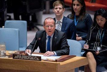 Martin Kobler, le Représentant spécial du Secrétaire général pour la Libye, devant le Conseil de sécurité en avril 2017. Photo ONU/Rick Bajornas
