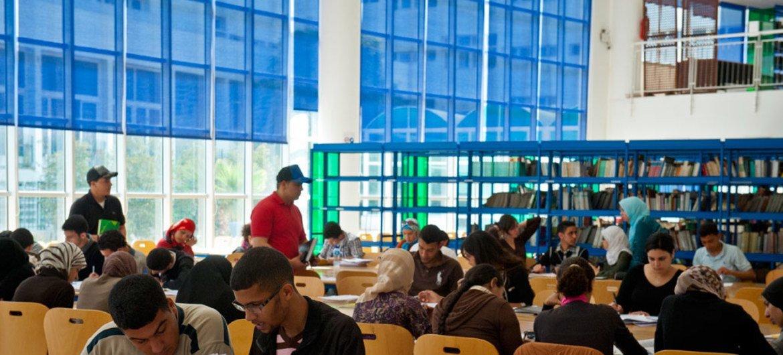 Des étudiants dans une bibliothèque universitaire à Rabat, au Maroc. Photo Arne Hoel/Banque mondiale