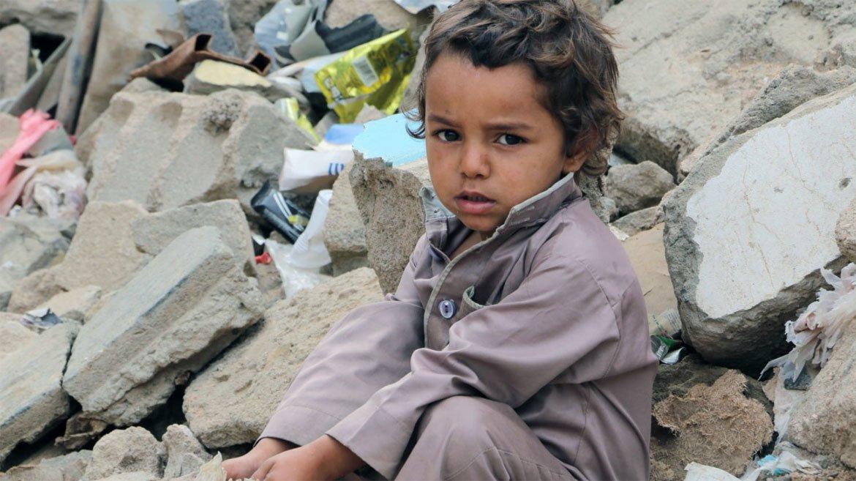 Confrontos violentos e ataques aéreos destruíram infraestrutura civil, incluindo centros de saúde e casas
