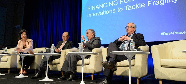 El Secretario General António Guterres (segundo de derecha a izquierda), habla en una foro sobre financiamiento para la paz en la sede del Banco Mundial. Foto: Banco Mundial/Grant Ellis