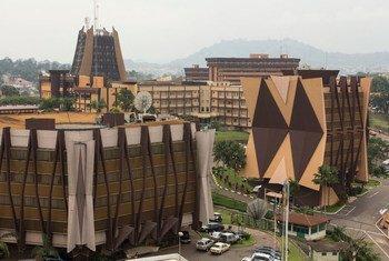 Vista da sede do governo camaronês na cidade de Yaoundé, capital dos Camarões.