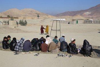 Campo de Samar Khel, donde desplazados por la guerra en Afganistán viven temporalmente. Foto: Bilal Sarwary/IRIN
