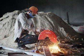 Estudo da OIT aconselha a adoção de incentivos para converter os contratos de trabalho temporários em contratos permanentes.