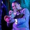 El trompetista y compositor y el contrabajista Christian McBride actúan en el concierto del Día Internacional de Jazz en la sede de la ONU en 2012.