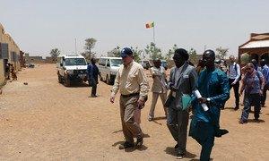 OCHA Director of Operations John Ging visits a school in Mopti, central Mali. April 2017.