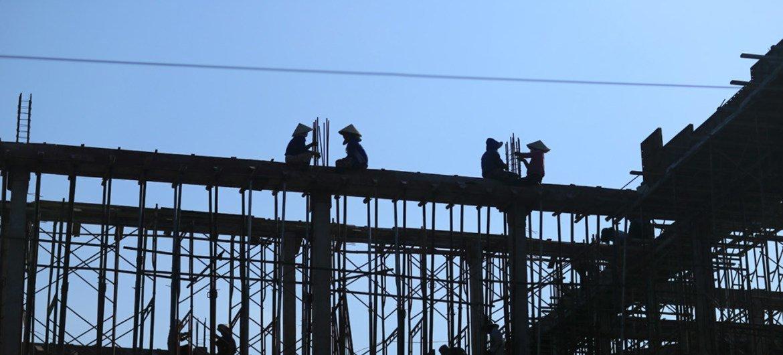 Trabajadores de la construcción en una obra de Binh Thuan (Vietnam). Foto: OIT/Nguyen Viet Thanh