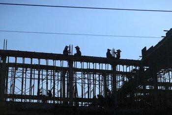 Trabajadores de la construcción en una obra de Binh Thuan (Vietnam).