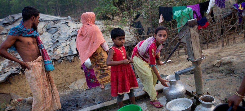 在孟加拉国一处难民营的罗兴亚流离失所者。(资料)