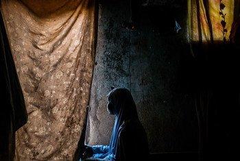 Dada, âgée de 15 ans, et sa fille, Hussaina, âgée de 2 ans, chez elles, dans un refuge communautaire d'accueil à Maiduguri, dans l'Etat de Borno, au Nigéria, le 1er mars 2017. Dada avait 12 ans lorsque Boko Haram l'a capturée avec sa sœur aînée. (archive)