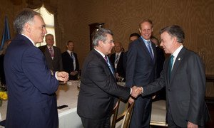 President Juan Manuel Santos Calderón of Colombia (right), greets Ambassador Elbio Rosselli, President of the Security Council for the month of May, in the Colombian capital Bogotá.