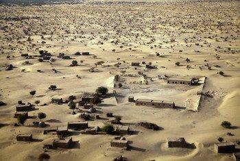 Vue aérienne des faubourgs de Tombouctou, au Mali. Photo MINUSMA/Marco Dormino