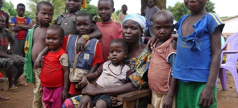 Véronique et certains de ses enfants ont passé 6 mois à se cacher dans la brousse à Bohong après les éruptions de violence en République centrafricaine.