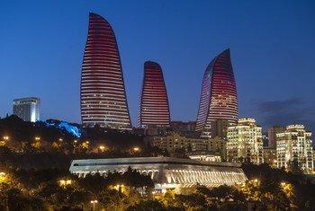 В Баку обсуждают вопросы мира и развития