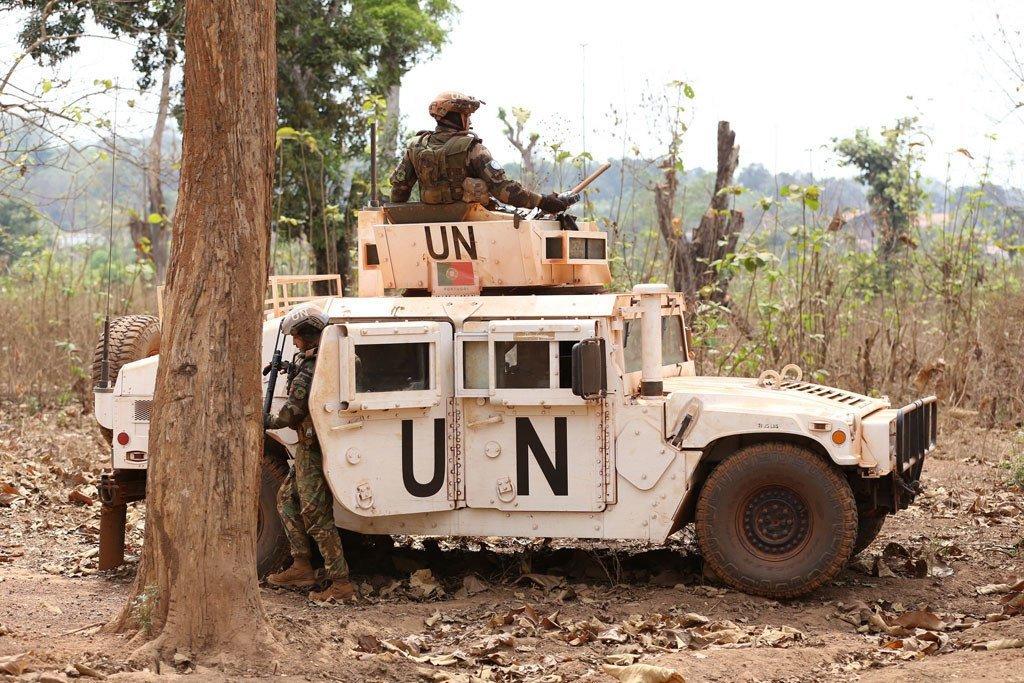 Des casques bleus en patrouille à Bambari, en RCA. Le 3 avril 2018, un casque bleu mauritanien a été tué lors d'une attaque contre une base de la MINUSCA à Tagbara, une localité située à 60 kilomètres de Bambari.