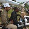 أرشيف: ممثلو وزارة الصحة الكونغولية ومنظمة الصحة العالمية واليونيسف يصلون إلى مناطق مصابة بالإيبولا في جمهورية الكونغو الديمقراطية.