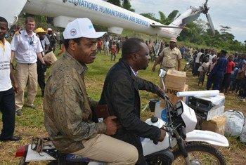 Wawakilishi wa wizara ya Afya DRC,WHO na UNICEF wakitembelea kijiji cha Likati, katika Jimbo la Mbandaka DRC.