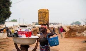 Des personnes déplacées dans le camp de l'aéroport de M'Poko à Bangui, République centrafricaine (archives). Photo OCHA/Phil Moore