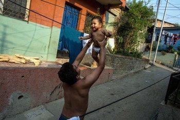 Cuatro de cada diez niños con desnutrición no terminan la escuela primaria en El Salvador.