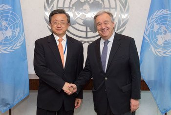Secretary-General António Guterres (right) meets with Liu Zhenmin, Vice Minister for Foreign Affairs of the People's Republic of China.