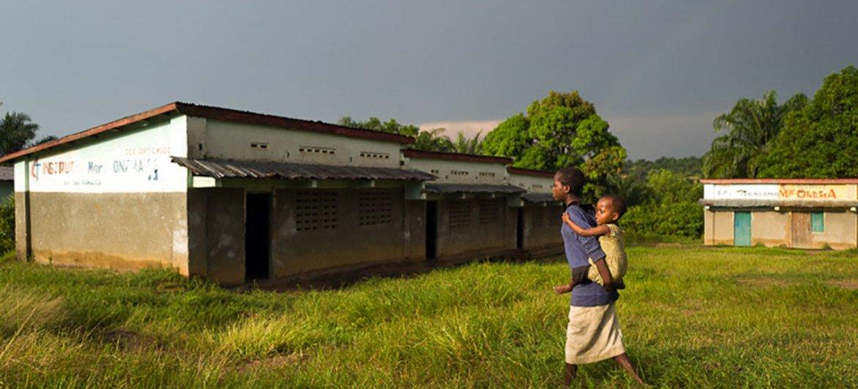 L'école primaire de Tshinyama est l'une des quatre écoles pillées lors d'affrontements entre les rebelles de Kamuina Nsapu et la police en mars 2017 dans la commune de Nganza, dans les Kasaï, en République démocratique du Congo. Photo UNICEF/Dubourthoumieu