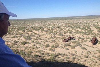 Secretary-General Guterres looks out at a portion of the Aral Sea, which has now dried completely.