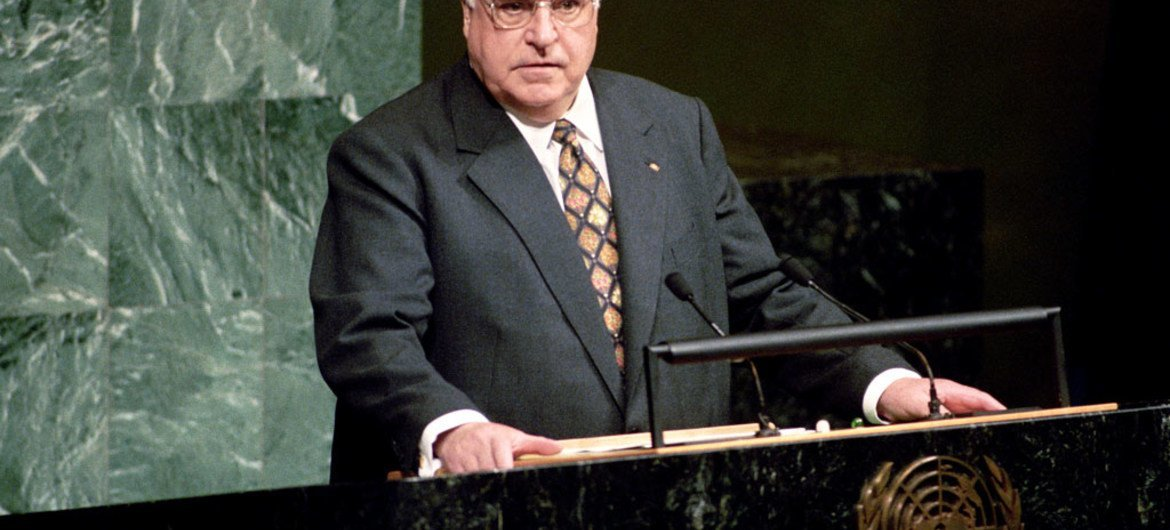Helmut Kohl, Chancellor of Germany, addresses a special session of the United Nations General Assembly in June 1997.