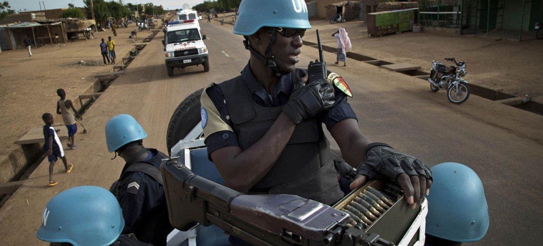 在萨赫勒区域国家马里巡逻的联合国维和人员。联合国马里稳定团图片/Marco Dormino